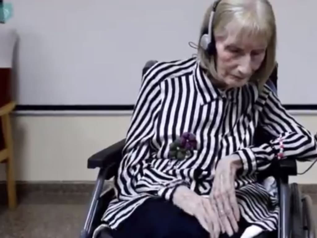Ballerina With Alzheimer's Hears 'Swan Lake' And Remembers the Choreagraphy smpltec