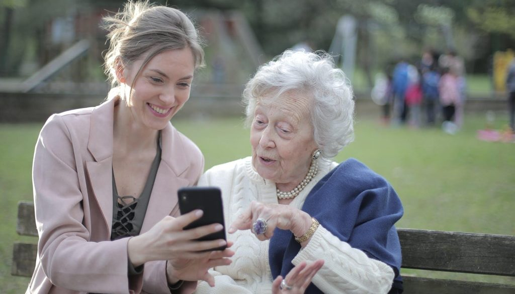 Helping-Alzheimer's-Patients-Through-Music-and-Social-Media-smpltec