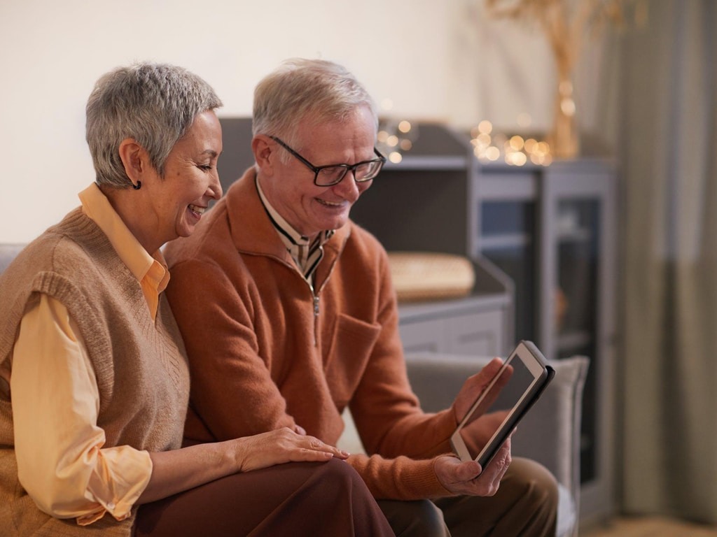 Helping-Seniors-Use-Computers-Safely-&-Comfortably-smpltec
